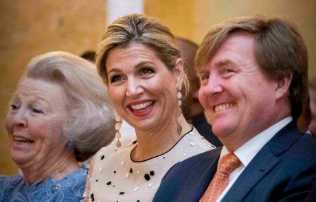Nizozemski kraljevi par razburil z dopustom v Grčiji v času zdravstvene krize, ko so vsa nenujna potovanja odsvetovana