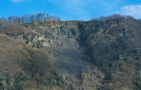 Na območju Črne na Koroškem močan veter in plazovi, ogrožena ena hiša