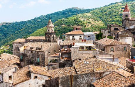 Italijanski rekord: Na Siciliji so danes namerili temperaturo 48,8 stopinje Celzija