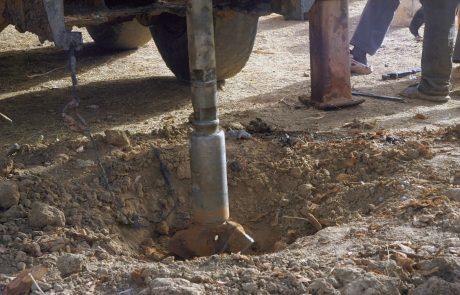 Slovenci prebivalcem Darfurja podarili vrtalno napravo, ki bo jim bo pomagala najti pitno vodo