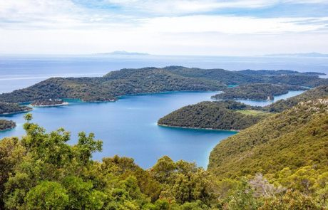 Ena največjih hrvaških iskalnih akcij na morju in kopnem: Na Mljetu še vedno iščejo pogrešano Domžalčanko