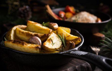 Nutricionistka razkrila nenavadno sestavino, s katero pečen krompir vedno postane hrustljav in okusen