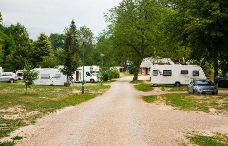 V kampih ob slovenski obali prevladujejo domači gostje, med katerimi je precejšnje zanimanje za koriščenje turističnih bonov