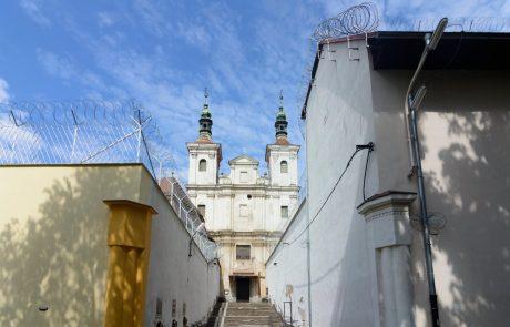 Zaporniki na Slovaškem pospešeno šivajo zaščitne maske