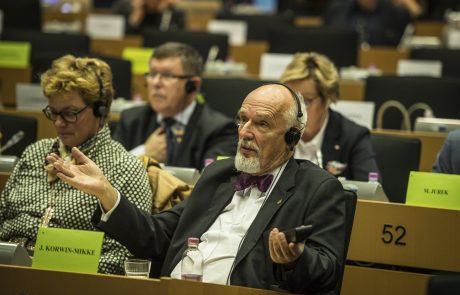 Sodišče EU razveljavilo kazen poljskemu desničarju zaradi poniževanja žensk v evropskem parlamentu