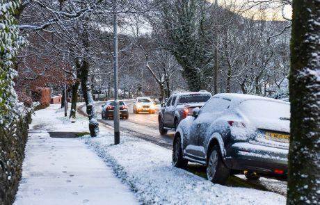 Močno sneženje in ledeni mraz povzročata kaos v Nemčiji in Veliki Britaniji