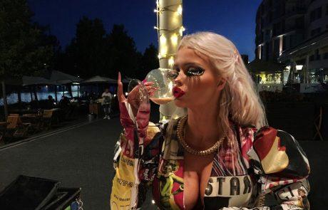 18-letna Čehinja na mesec zapravi okoli 1.100 evrov, da bi bila videti kot Barbie