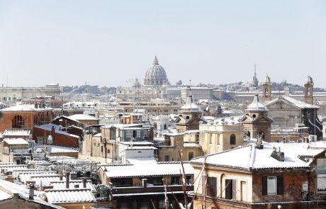 Posnetki, ki so zaobšli svet: Zasneženi Rim je videti kot iz pravljice!