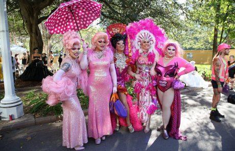 Na 40. paradi ponosa v Sydneyju več sto tisoč gledalcev