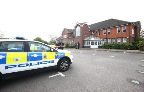 V streljanju v Angliji umrlo najmanj šest ljudi, med žrtvami tudi 5-letna deklica