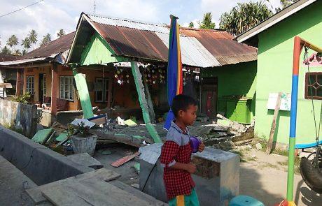 Potres in cunami v Indoneziji zahtevala skoraj 400 smrtnih žrtev