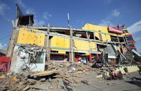 Potres in cunami v Indoneziji zahtevala že več kot 800 življenj