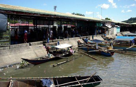 Iz močno onesnaženega Manilskega zaliva odstranili za 11 tovornjakov smeti