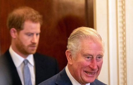"""""""Grozen oče si"""": Princ Charles končno razkril, kaj si misli o Harryjevih izjavah"""