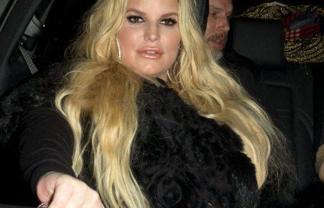 Jessica Simpson pokazala, kako je videti po tem, ko je izgubila 45 kilogramov