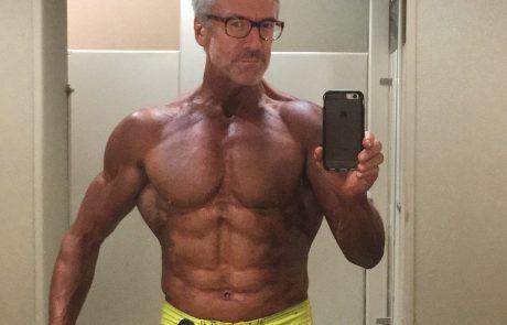 Vau: Spoznajte očeta štirih otrok, ki je pri 60.ih bolj seksi kot kdajkoli prej