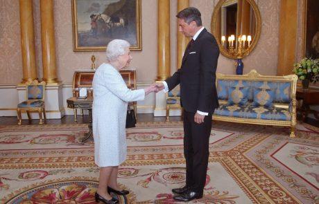 Britanska kraljica Elizabeta sprejela Pahorja, s katerim je imela daljši pogovor od načrtovanega