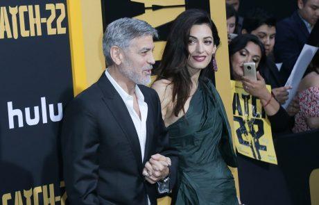 Amal Clooney v glamurozni mini obleki pokazala fantastične noge