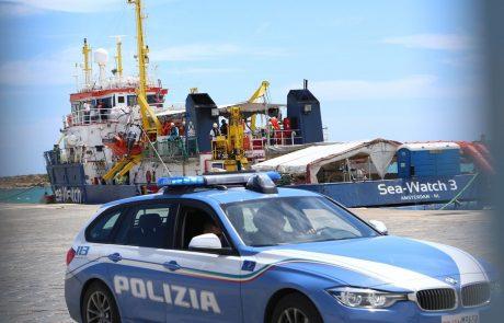Salvini reševalnim ladjam prepoveduje vplutje v italijanske vode