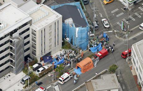 V Tokiu v napadu z nožem na avtobusni postaji smrtni žrtvi in ranjenih več ljudi