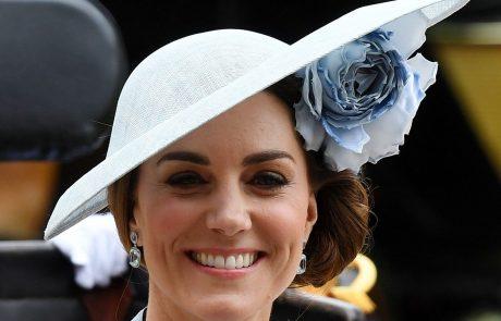 Kate Middleton je bila prelepa v modrem!