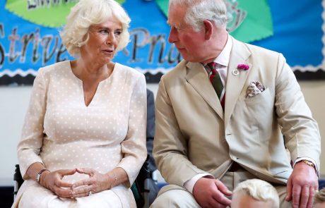 Princ Charles in Camilla 'rešujeta' Archieja pred njegovimi starši