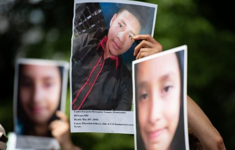 Kljub sodni prepovedi v ZDA od lani od staršev ločili več kot 900 otrok migrantov