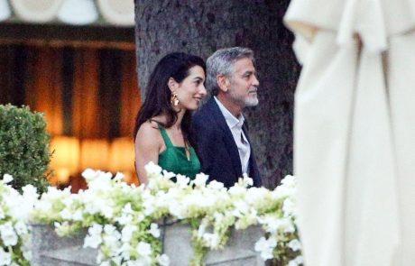 Amal Clooney je bila čudovita v smaragdno zeleni obleki!
