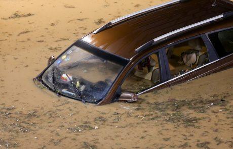 Kaj storiti, če se znajdete v avtomobilu, ki se potaplja?