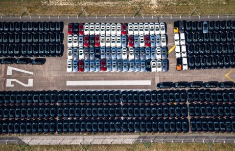 Zaradi pomanjkanja mikročipov avtomobilski proizvajalci vse bolj zaskrbljeni