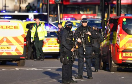 Napadalec, ki je v Londonu z nožem do smrti zabodel dva človeka, že bil obsojen zaradi terorističnih kaznivih dejanj