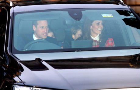 Razkrita skrivnost v ozadju božične družinske fotografije Kate in Williama
