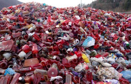 Za odstranitev nakopičene plastike in ostankov nagrobnih sveč bomo plačali milijon evrov