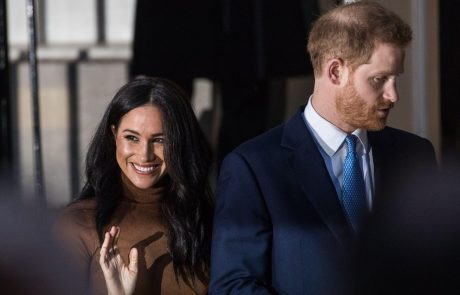 Meghan in Harry sta se uradno odpovedala svojima kraljevima nazivoma