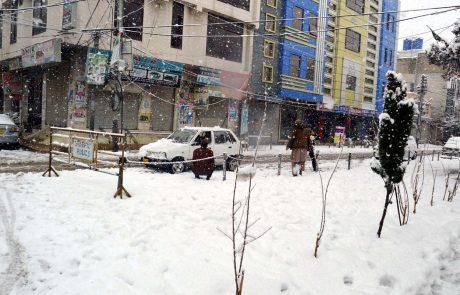 Obilno sneženje in deževje sta v Afganistanu in Pakistanu zahtevala več deset smrtnih žrtev