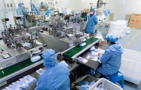EU se bo začela pogajati o nakupu 1,8 milijarde odmerkov cepiva proti covidu-19 druge generacije