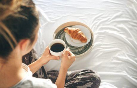 Prva stvar, ki jo popijete zjutraj, je kava? To se v vašem telesu dogaja naslednjih šest ur