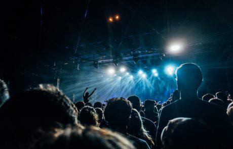 Na glasbenem festivalu se je z novim koronavirusom okužilo skoraj 1000 ljudi