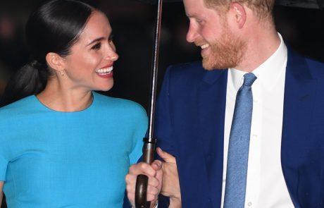 Harry in Meghan se manj kot dve leti po pravljični poroki na windsorskem gradu danes dokončno poslavljata od aktivnega članstva v kraljevi družini