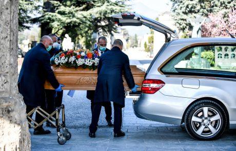 Italija žaluje za žrtvami covida-19, svet zaostruje ukrepe proti pandemiji