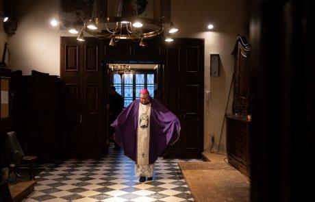 Od danes veljajo različni pogoji za obisk cerkva in kulturnih ustanov: Verniki potrdil o PCT ne potrebujejo