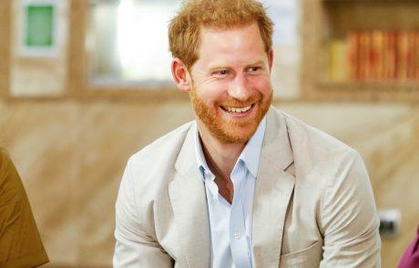 """Princ Harry kraljico pustil """"brez besed"""""""