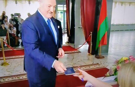 Lukašenko popušča pod pritiski protestnikov