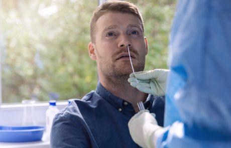 Število okuženih spet zraslo, počasi se veča tudi število cepljenih