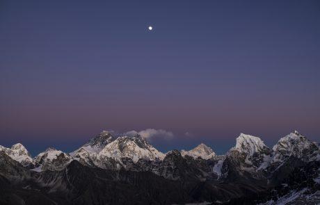 Mount Everest v resnici 86 centimetrov višji, kot je veljalo doslej
