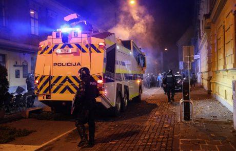 Policija na shodu nasprotnikov PCT uporabila solzivec in vodni top