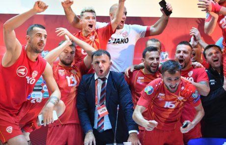 Makedonska vlada bo člane nogometne reprezentance, ki si je izborila zgodovinski nastop na evropskem prvenstvu, nagradila vsakega s po 10.000 evri