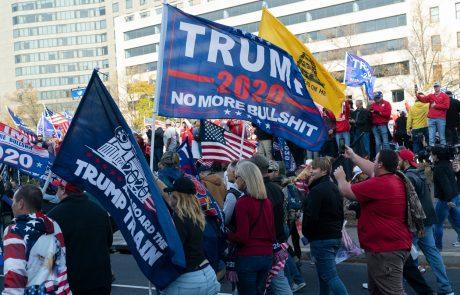 Na protestih med Trumpovimi podporniki in nasprotniki izbruhnilo nasilje