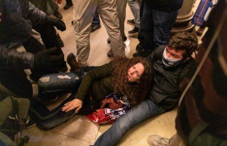 Napad Trumpovih privržencev na kongres zahteval štiri življenja, policija aretirala več kot 50 ljudi