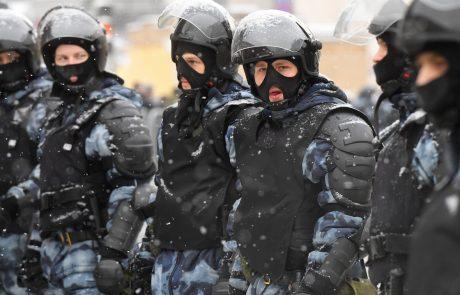 V Rusiji ob začetku protestov policija pridržala več kot 250 ljudi